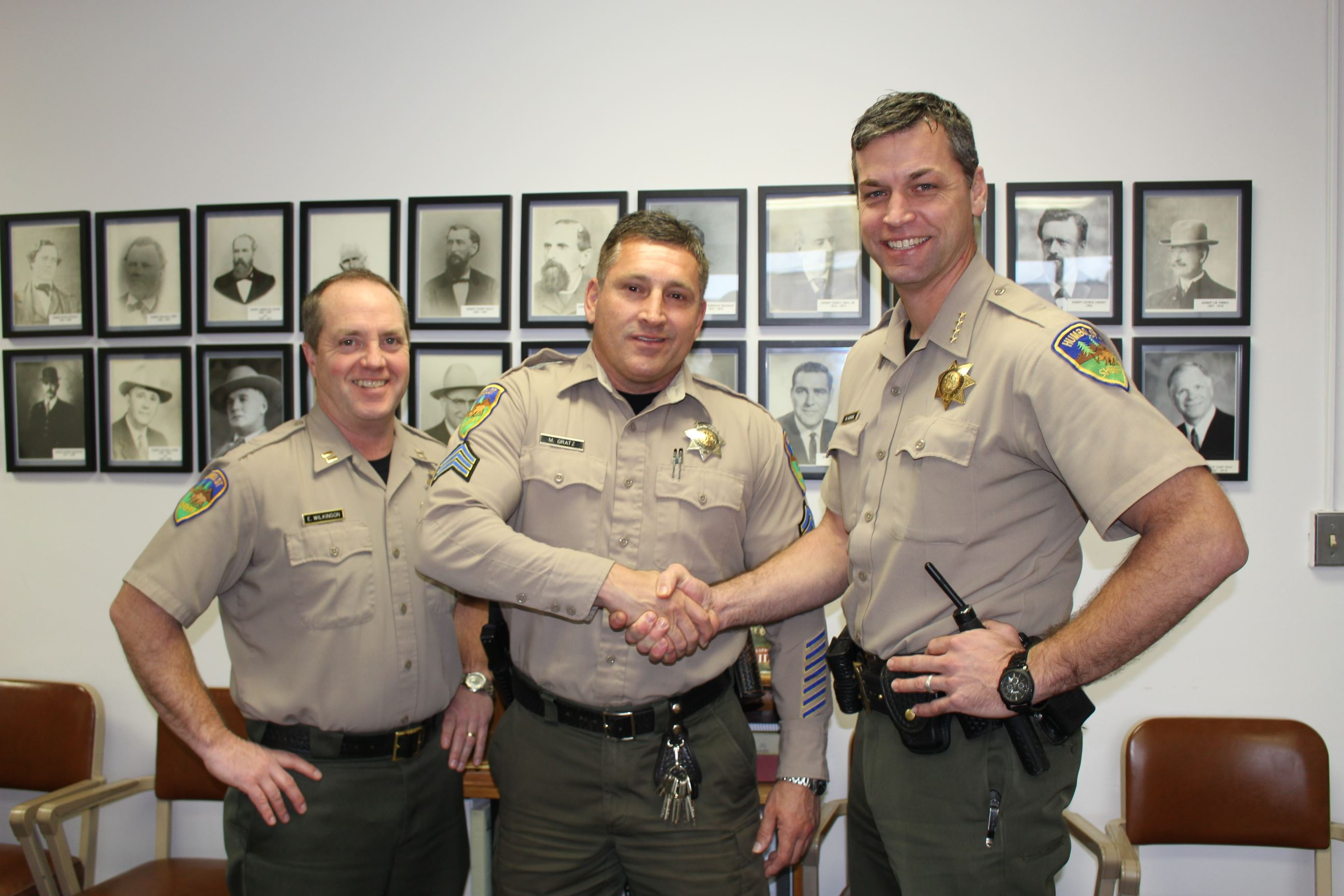 Photo of the Sheriff Honsal Shaking Gratz&#39s hand