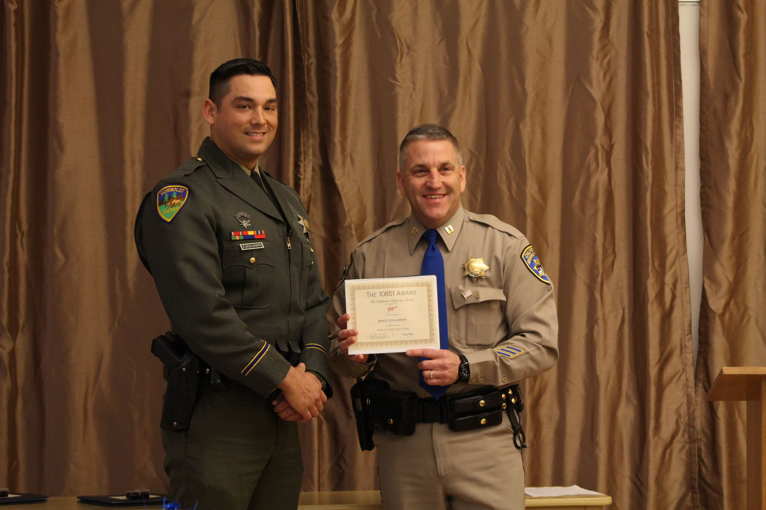 Deputy Spellman receives award from a CHP officer
