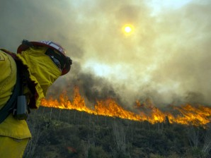 firefighter watching wildfire_newsinfo.inquirer.net